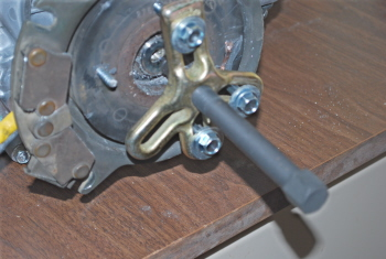 Electric clutch troubleshooting this picture shows the puller installed using only 3 bolts depending on how stuck the bearing is you may want to consider using 4 bolts publicscrutiny Choice Image
